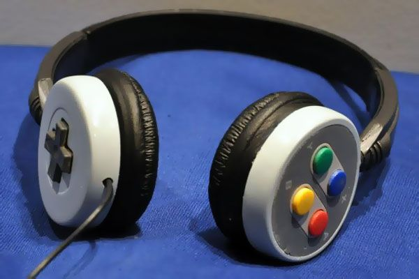 SNES Headphone DIY! Looks difficult though...I would love to do this for my husband who has collected every game system from Atari to the PS4 and Xbox one! He would LOVE something like this