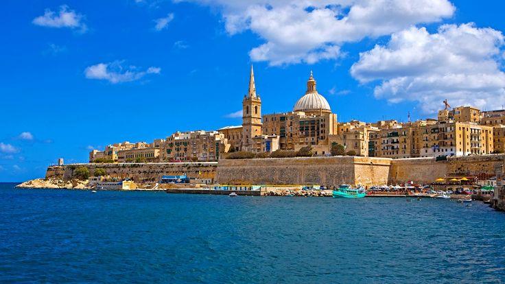 Málta egy kis multikulturális törpeállam, amely Szicíliától 80 km-re fekszik déli irányban. Területet nem több mint 316 km2, amely kisebb, mint Hamburg városa, itt összezsúfolódik 350 000 lakos és 350 hatalmas templom. Odüsszeuszt itt tartotta fogságban Kalüpszó nimfa, a kacér nők mitológiai anyja