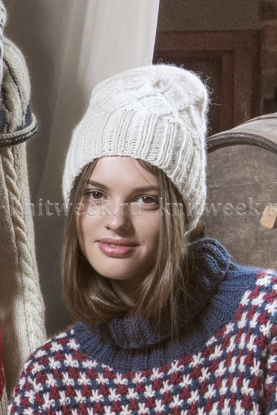Теплая и удобная шапка спицами для женщин, выполненная из шерстяной пряжи средней толщины белого цвета. Вязание шапки осуществляется по кругу...