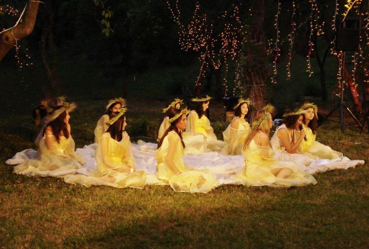 Romanian people celebrate the Sun on Sanziene's Day. Amazing story behind the legend: http://buff.ly/1M4Hn8z  #Sanziene #Romania #mythology #folklore #tradition #summer