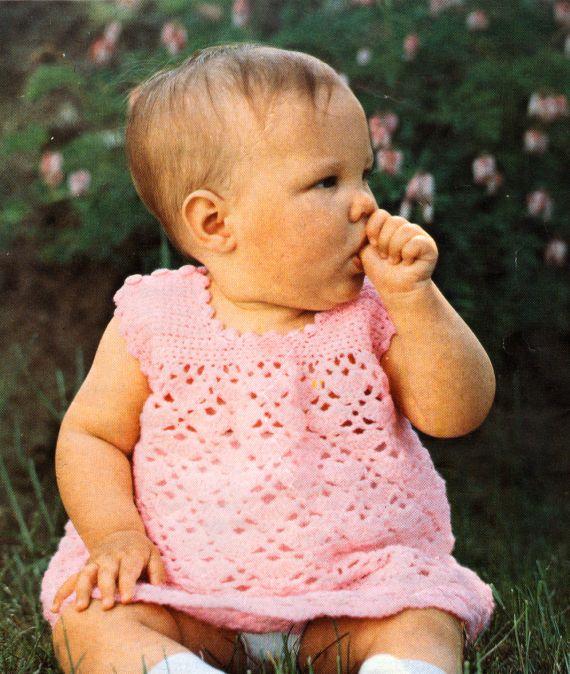 virkad babyklänning