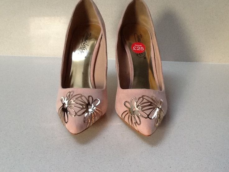 dorothy perkins pale pink court shoe in size 6