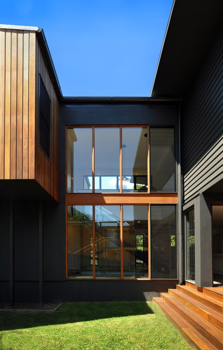 This three-storey home is open and airy and utilises Scyon™Axon™ on the ceiling. The façade blends seamlessly with the leafy surroundings and incorporates a mixture of Scyon™ Linea™and Stria™ on the external walls, which are further punctuated with cedar cladding.