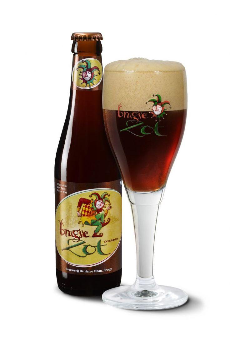 Brugse Zot Dubbel is een donker bruin bier, neigend naar robijnrood. Gebrouwen met zes speciale moutsoorten, heeft het bier een uniek en rijk aroma waarin de geur van honing, amandel, chocolade en zelfs bruine suiker te ontdekken valt.   De smaakliefhebber ontdekt een complex palet van geroosterde mout en een unieke bittere toets, dankzij de Tsjechische Saaz hop. Het bier laat een warme gloed na in de mond met een bittere, hoppige afdronk waarin de smaak van zoethout en zelfs koffiebrand kan…