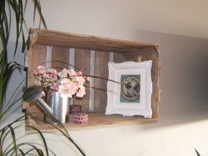 une cagette pour une tag re deco pinterest. Black Bedroom Furniture Sets. Home Design Ideas
