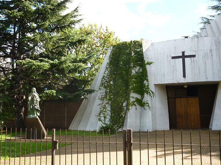 Iglesia Santa Teresa del Carmelo, ciudad de La Plata, Buenos Aires, Argentina.