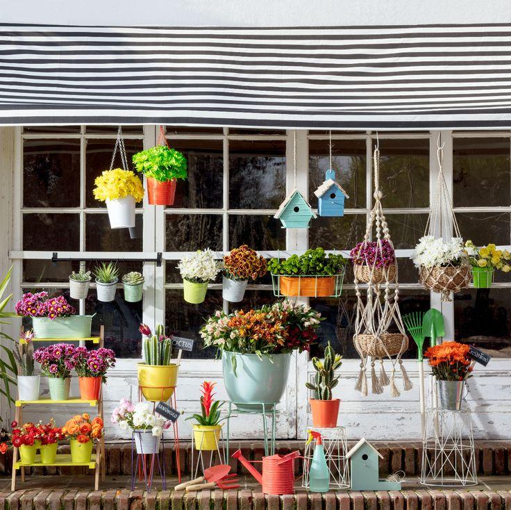 Nuestra nueva colección de maceteros y accesorios de jardín ya está aquí. Ven a conocer nuestros stands para plantas, herramientas, muebles de terraza y, por supuesto, todos nuestros diseños de maceteros.