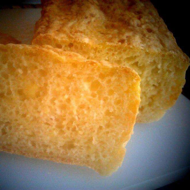 325g kartoffler 2½ dl vand 13g gær 430g hvedemel 1 tsk. salt Skræl og kog kartoflerne, mos dem. Rør gæret op i lunkent vand, tilsæt salt og det meste af melet. Ælt kartoflerne i dejen og tilsæt mel efter behov. Dejen hældes i en brødform, og sættes til hævning... #brød #frokost #morgenmad