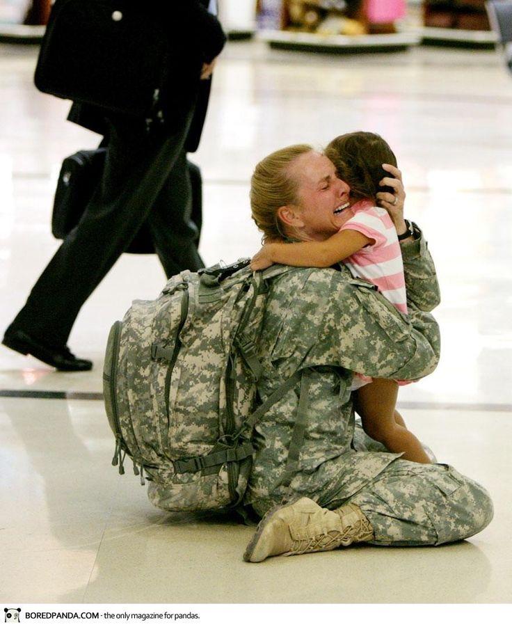Une femme retrouve sa fille apres de longs mois en Irak