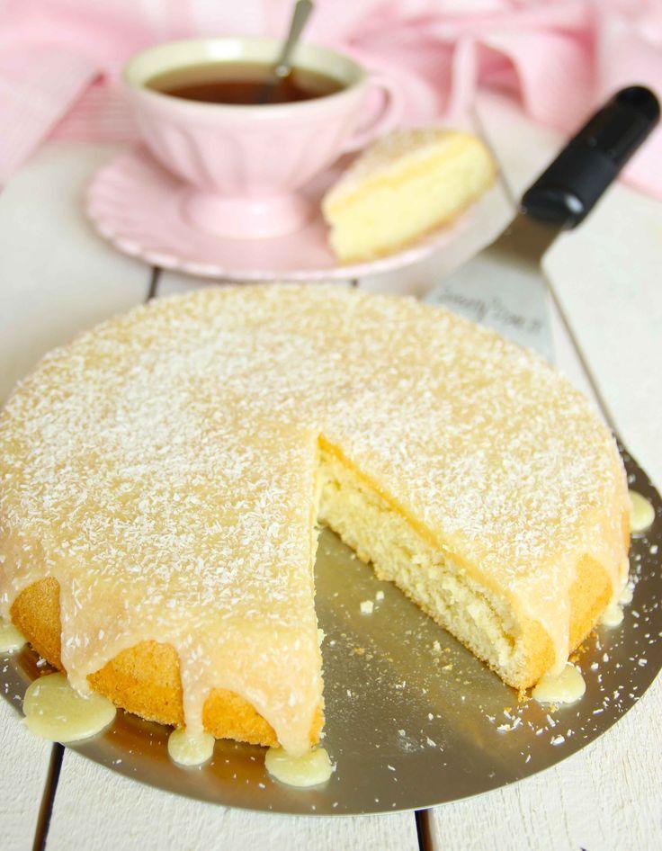 En älskad klassiker med en mjuk saftig, kaka i botten och en läcker glasyr på toppen.