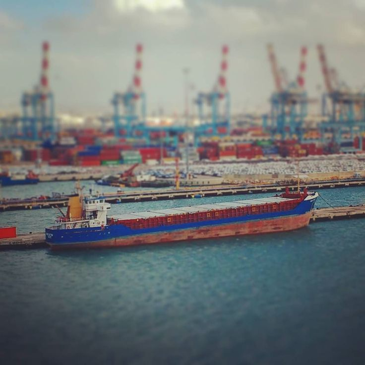 Well loaded. #israel #haifa #port #harbour #ship #balance #balancing #cranes #container #vessel #cargo #cargoship #traffic #shipspotter #portofhaifa #travel #cruise #reisen #kreuzfahrt #frachtschiff #hafen #schlagseite #beladung