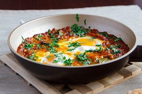 Как приготовить шакшуку - яичницу по-восточному? Воспользуйтесь простым рецептом и приготовьте необычное и вкусное блюдо. Ингредиенты, описание.