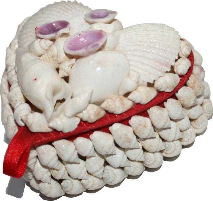 Deniz Kabuklarından Kalp Şeklinde Hediye Kutusu