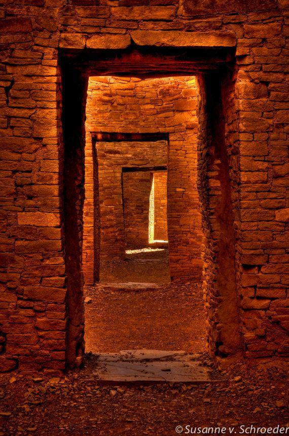 Chaco Canyon au Nouveau-Mexique, carte Photo, porte façons, photographie de voyage, couleur terreuse, cheminement spirituel, l'espace portail, mystique, sacré, Passage