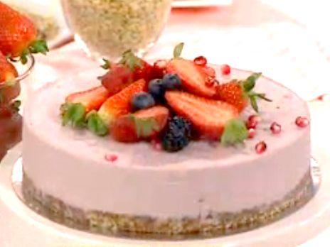 Raw cheesecake med granatäpple och cashewnötter | Recept.nu