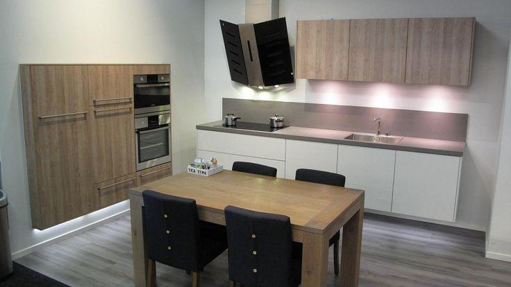 Keukenloods.nl - Superstrakke Design keuken. (Showroom: Amsterdam Zuid-Oost)