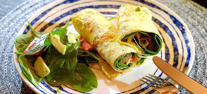 Deze omelet wraps met zalm, babyspinazie en avocado staan lekker snel op tafel en smaken geweldig. Hier het makkelijke recept, lekker met een salade.