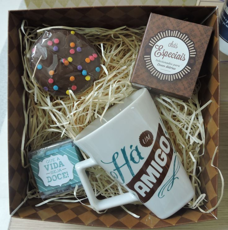 Canecas são sempre bem-vindas, ainda mais se vierem com chocolates! O presente para seu amigo secreto você encontra na Canecaria por R$82,00