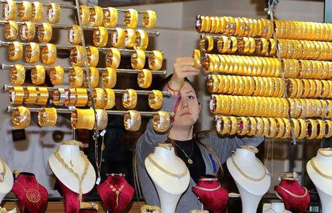 Kapalıçarşı'da altın fiyatları - Kapalıçarşı\'da Cumhuriyet altını, çeyrek altın ve gram altında son durum.\r\n\r\n