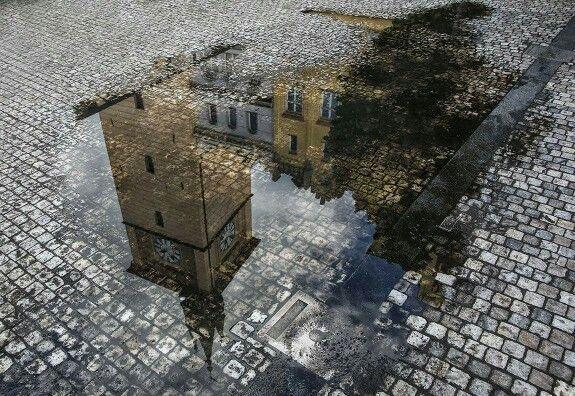 """Фотография из цикла """"Отражения"""". Автор - Анна Корсакова. Ратуша г.Праги красиво отразилась в луже после дождя..."""
