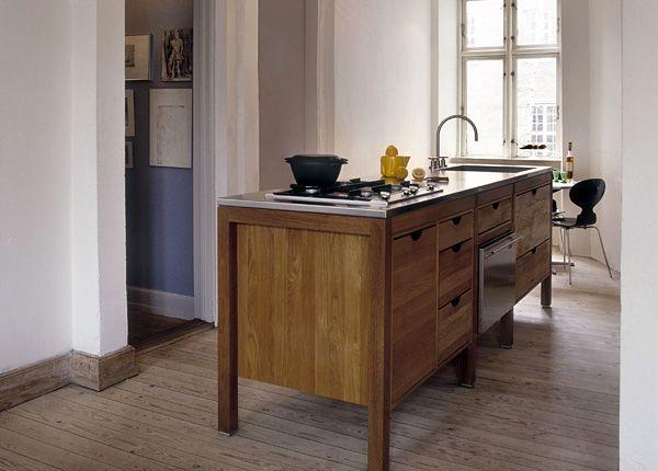 Fritstående køkkenbord i eg med stålbordplade