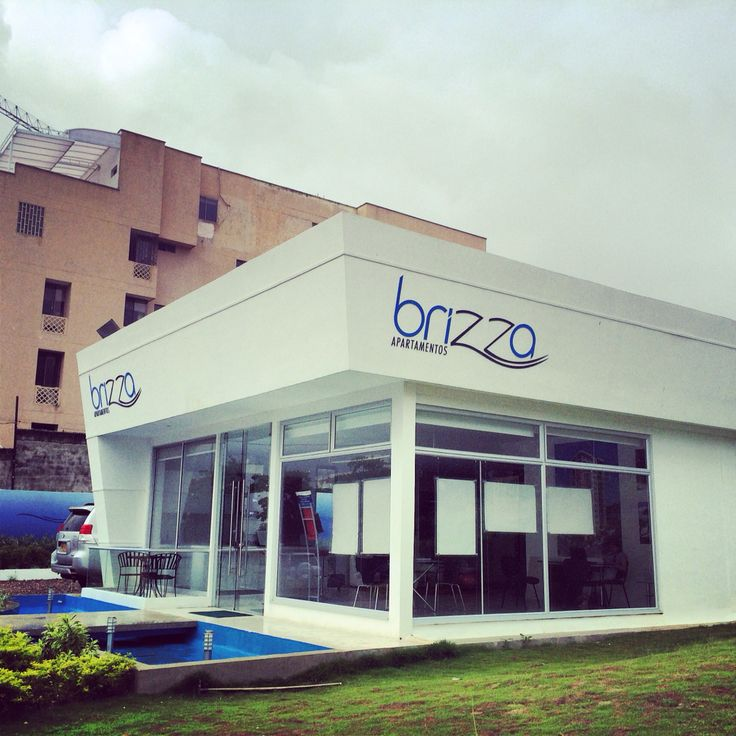 Estructura Sum & Pro, les presenta el resultado final de la Sala de Negocios del Proyecto Brizza en Barranquilla. Hicimos el Movimiento de Tierra, Desalojo de Escombro, Adecuación del Terreno, Construcción de la Sala de Ventas y Paisajismo. #estructura #suministro #produccion #carlosvitola