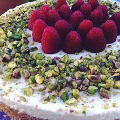 cheesecake lamponi-pistacchi e yogurt greco
