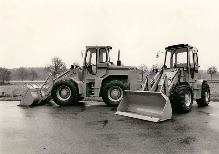 """1983 Loaders on tyres with Power Shift and """"Parallel Linkage""""."""