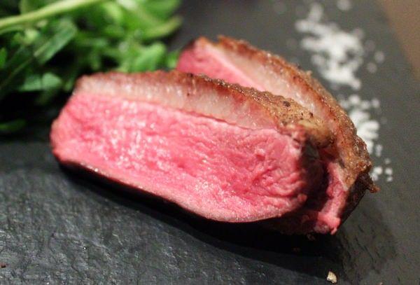 """熟成ビーフ&""""超希少""""な鴨肉も--肉ビストロ「ガストロス」が東京・広尾にオープン!"""