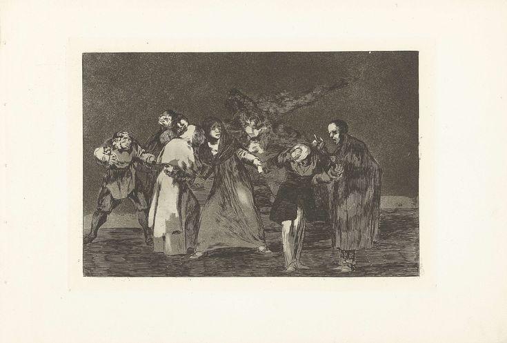 Francisco José de Goya y Lucientes | Drievoudige dwaasheid, Francisco José de Goya y Lucientes, 1815 - 1820 | Een groep vreemde mensen hand in hand. Twee figuren met meerdere gezichten en één met een gezicht op zijn elleboog. Uit een serie van achttien prenten.