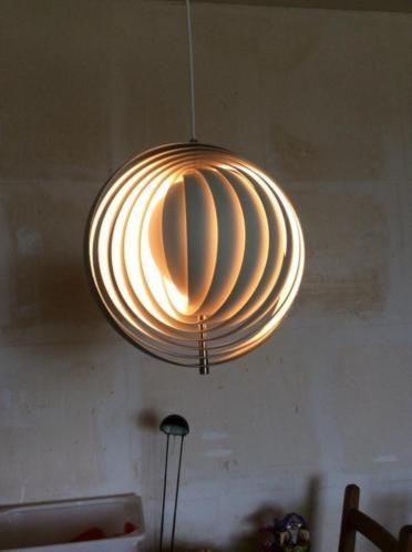 This early edition of the verner panton moon lamp was designed for louis poulsen in denmark in the 1960s. The lamp is made of multi layer white lacquered metal and gives amazing warm light when lit.