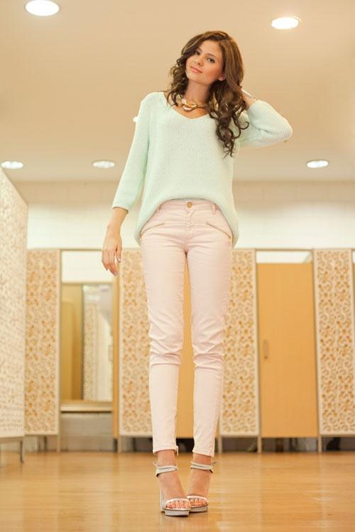 VANGUARD reporta buen gusto con Éxito _ Vanessa Rosales con su look personal: conjugación de verde menta y rosa blush.