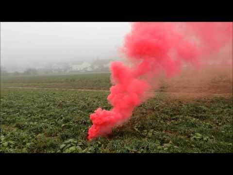 Die Besten Smoke Flares Ideen Auf Pinterest Fotografie - Attaching colourful smoke to drones has spectacular results