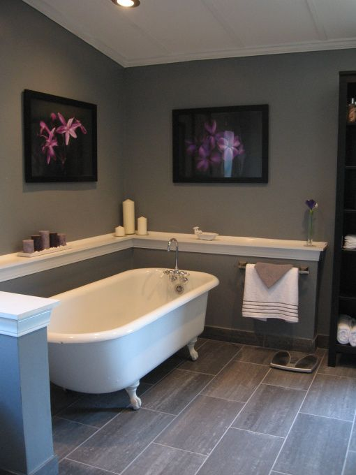ledge around bath in bathroom or anyother room love itttt for perfume pic, frames, etc
