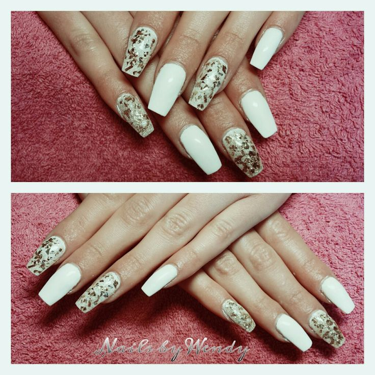 Set gel nagels met witte gelpolish en gold glitter!