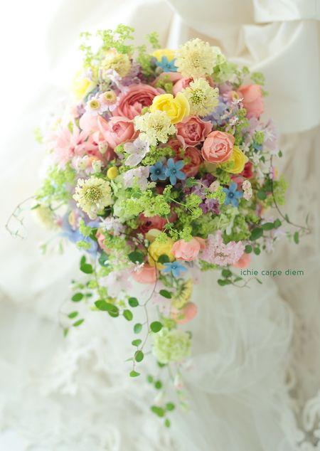 本日八芳園さまへのブーケ、 色々な花、いろいろな色で。 ミックスカラーのブーケは、 一会のスペシャリテのひとつ。 作ってて、そらもう楽しい...