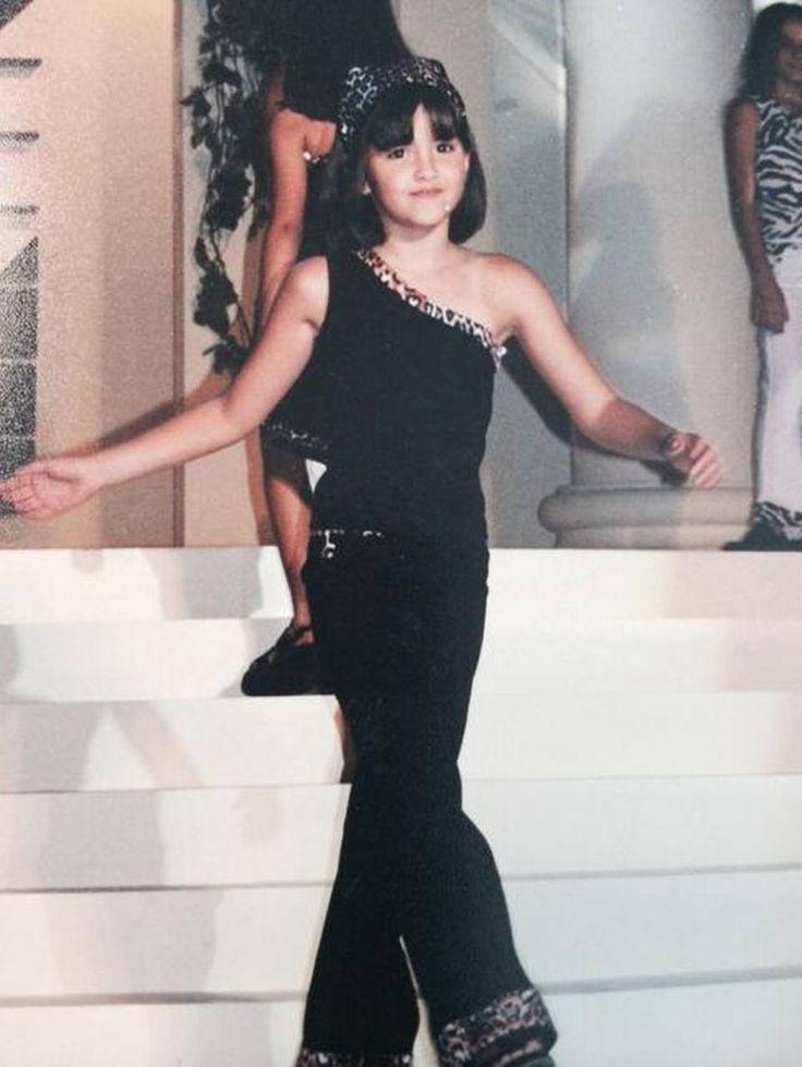 De niña, Paulina Vega ya modelaba