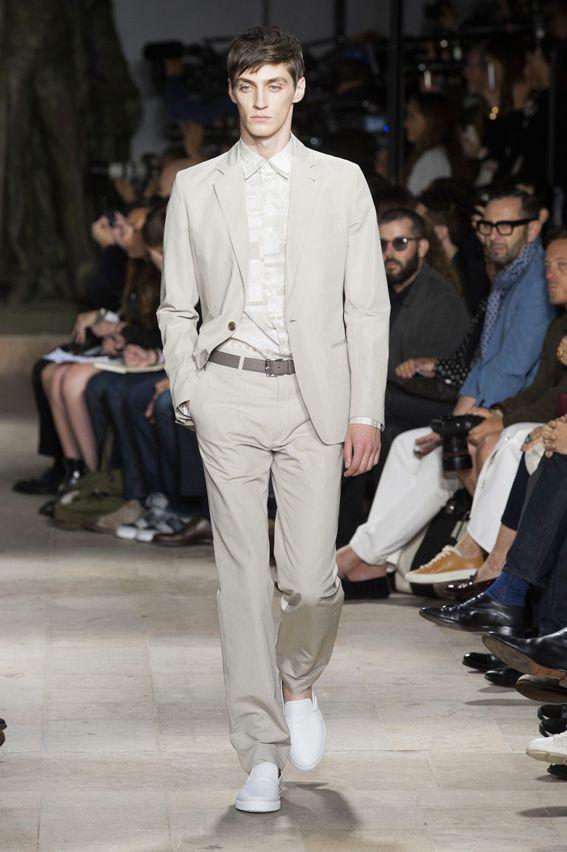 Mode à Paris S/S 2015 - Hermès See all fashion show at: http://www.bookmoda.com/?p=19868 #spring #summer #SS #catwalk #fashionshow #menswear #man #fashion #style #look #collection #paris #fashionweek #hermes @hermesofficial