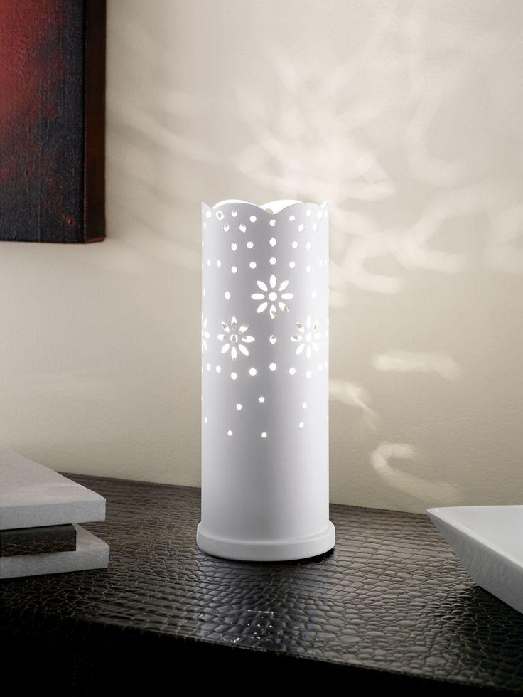 Les presentamos el modelo BAIDA, con perforaciones en el cilindro metálico blanco, ilumina tus paredes dibujando formas que generan un ambiente cálido y agradable. En sus presentaciones colgantes de 1 y 3 luces, apliqué y sobremesa (foto), podrás decorar tu hogar y darle un toque romántico. #Eglochile #deco #design #luminaries #lamp #romantic #mylightmystyle