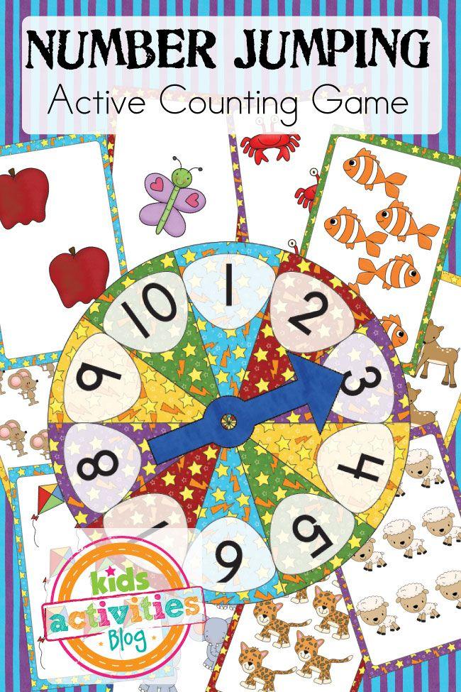 Juego de tarjetas grandes de números que se ponen en el suelo y los niños deben saltar sobre el número que salga en la ruleta