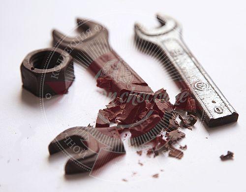 Шоколадные инструменты. Новогодние подарочные  наборы с алкоголем для корпоративных клиентов