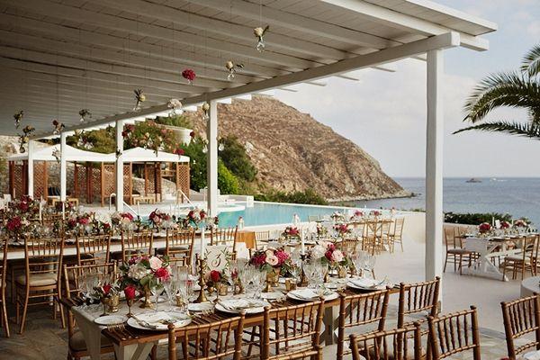 Chic and colourful wedding decor | Destination wedding in Mykonos