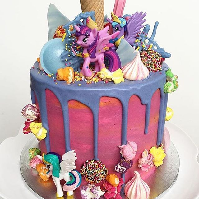This My Little Pony Cake is so fun! @lottieandbelle #mylittlepony #partyideasgroup #cake #cakeart #instacake #instapic #desserttable #mombloggers #kids #kidspartyideas #mommylife #dessert #sugar #birthday #thursday #cakedesigner #cakelife #bake #bakery #f
