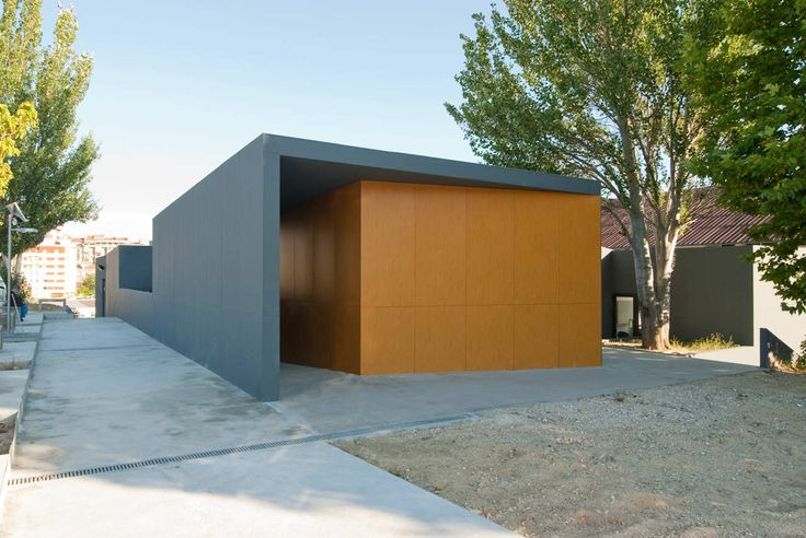 Built by Posto 9 in Lisbon, Portugal with date 2009. Images by Filipe Oliveira. The expansion of a space dedicated to the Veterinary course will also work as an external clinic providing animal car...