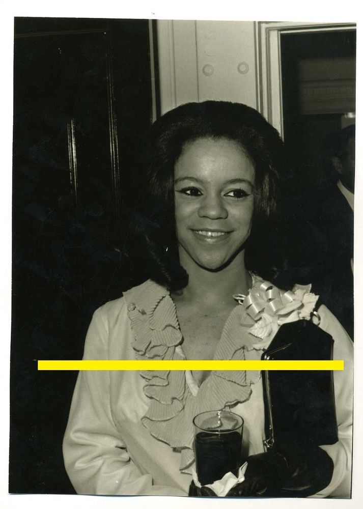Unknown Photo 1964 Diana Ross with Teh Supremes Gold records Baby Love