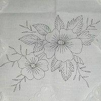 BONSOIR ,,,,amis,es copinautes,,,,,,,,depuis 1 an,,,,,cette nappe à broder,,,,,était dans mon coffre,,,,,,j'aime beaucoup cette fleur,,,,,la pensée,,,,,,,je...