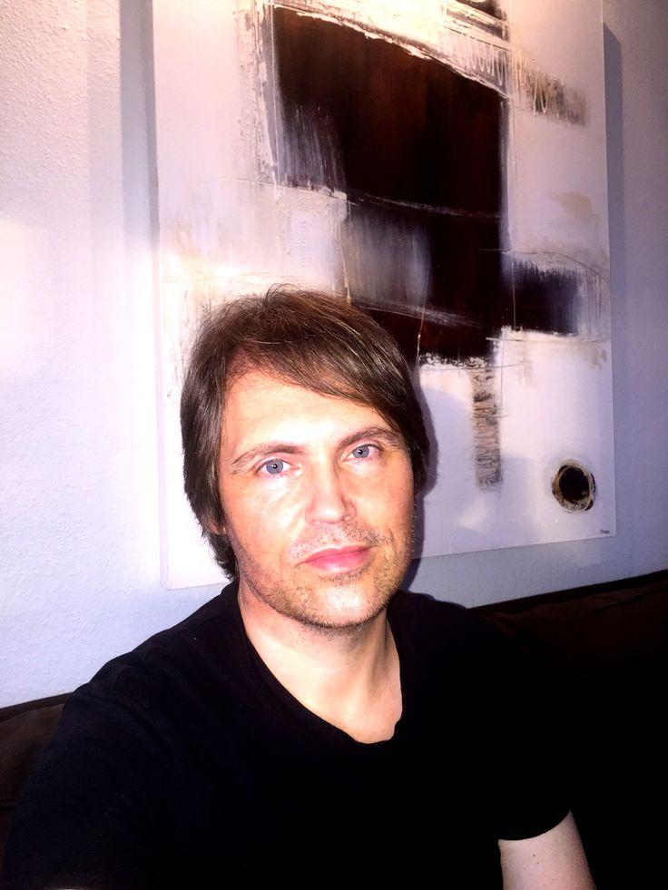 Lars Sjøstrøm Nielsen, forfatter, musiker, komponist og digital markedsfører.