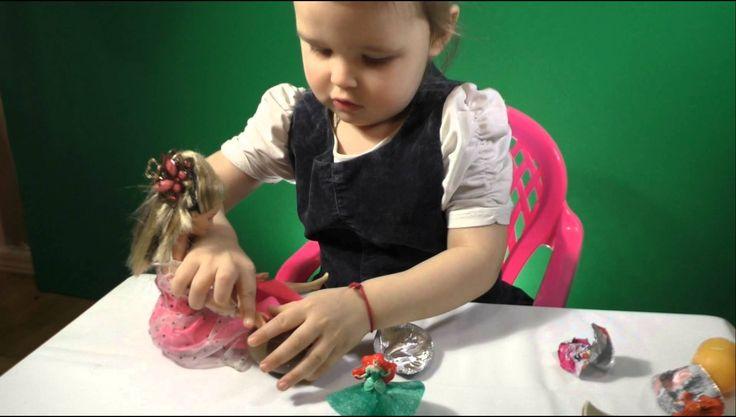 Барби. киндер сюрприз открываем принцессы диснея Barbie. Kinder Surprise...