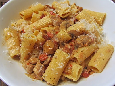 Rigatoni with Chicken, Bacon and Mushrooms
