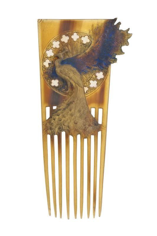 René Lalique (1860-1945). Peigne Deux paons. C. 1897-1898. Corne brune, plaques d'opales. Les Arts Décoratifs - Paris - France
